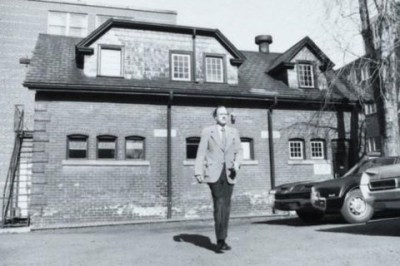 Marshall McLuhan at the Coach House on the University of Toronto campus, c 1950s (courtesy Robert Lansdale Phtoogrpahy, University of Toronto Archives).